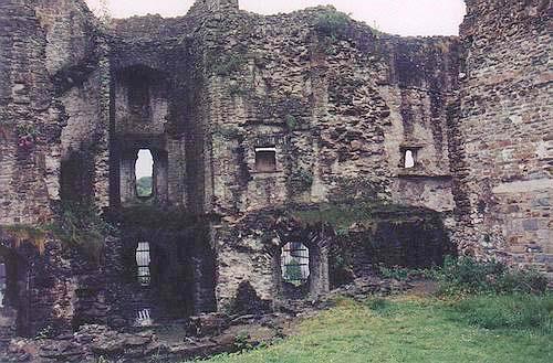 essays medieval castles